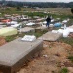 Cementerio de Los Alcarrizos  piden los moradores. que el gobiernos ya comience con la contrición y que legalice el campo santo en foto : David Ovalles vocero y Manuel Díaz Solé HOY Duany Núñez .