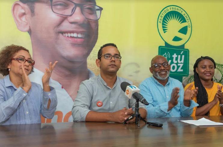 Frente Amplio presenta a Jhonatan Liriano como su candidato a diputado