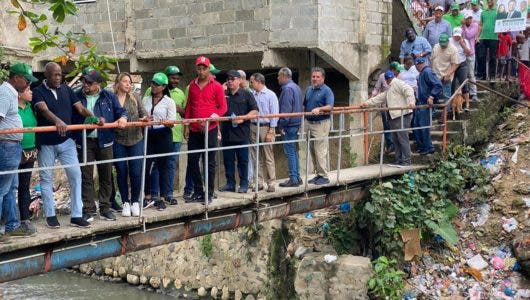 Johnny Ventura promete convertir cañadas del Distrito Nacional en afluente de agua potable