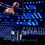 La ceremonia de los premios Grammy comenzó con un homenaje al ícono del baloncesto Kobe Bryant, quien murió horas antes del espectáculo.