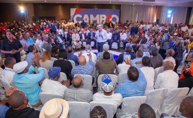 Abinader afirma priorizará organización del transporte público del país
