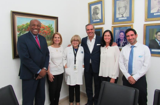 Oncólogo recibe visita de Luis Abinader
