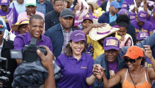 Margarita Cedeño sale a las calles en respaldo candidatos del PLD
