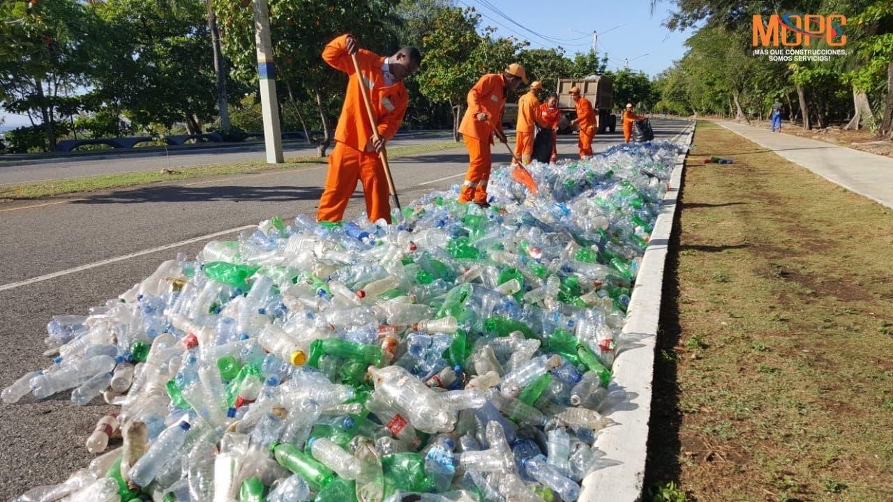 Desechos plásticos esparcidos en el Parque Mirador Sur se trató de una campaña de CND