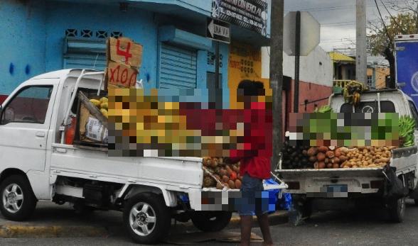 """¡Cuidado! Aprovechan «venta» de vegetales en""""guagüita"""" para estafar con billetes de hasta RD$2,000"""