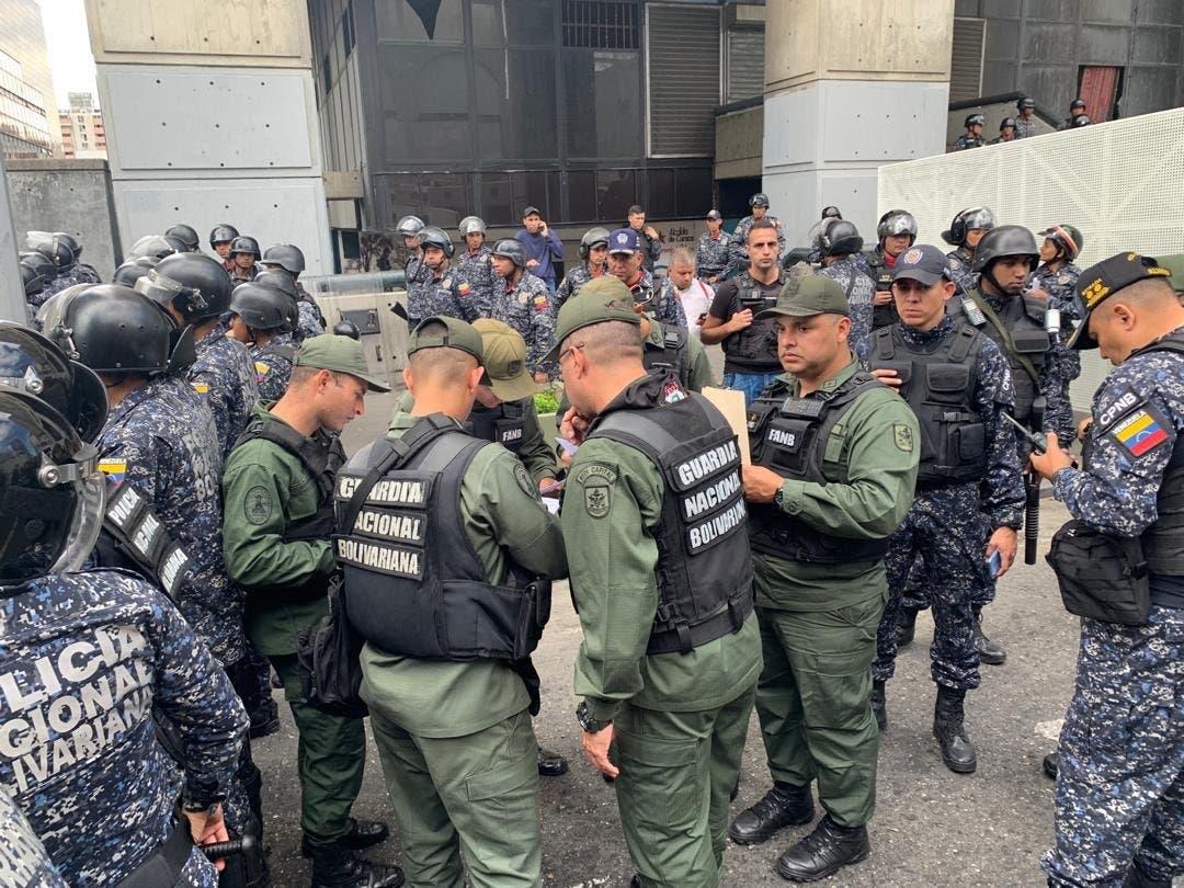 Venezuela: La Policía impide a Juan Guaidó y otros diputados entrar al Parlamento