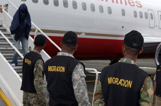 Repatrian al primer grupo de exconvictos dominicanos desde Estados Unidos