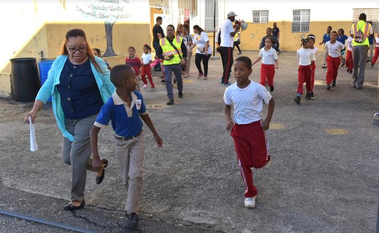 Educación realiza acto oficial de la semana de simulacros escolares