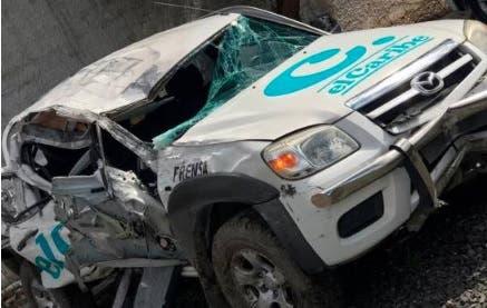 Equipo de prensa del El Caribe resulta herido tras accidente de tránsito