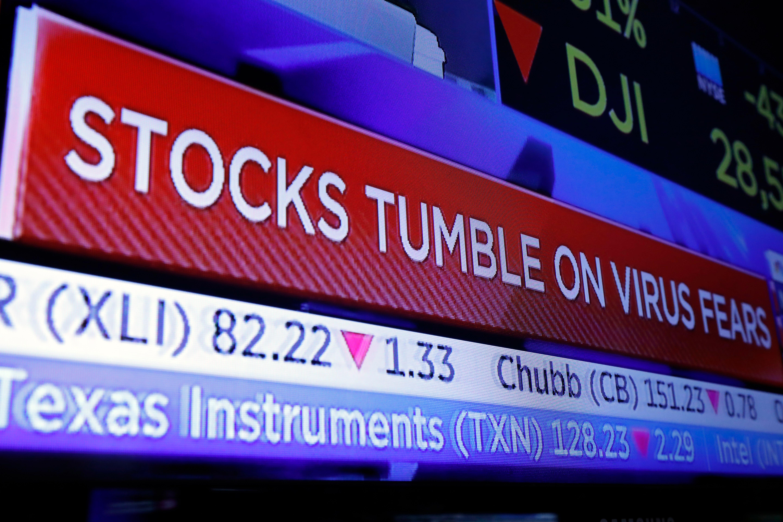 Wall Street baja por coronavirus y reportes financieros