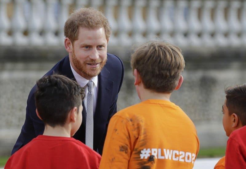 El príncipe Enrique vuelve al trabajo luego de crisis