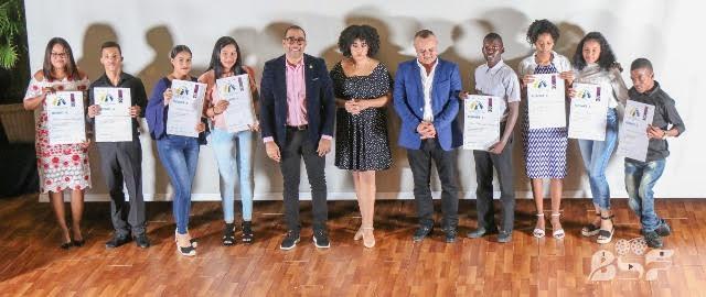 Decenas de jóvenes reciben Premios al Mérito Altagraciano en Higüey