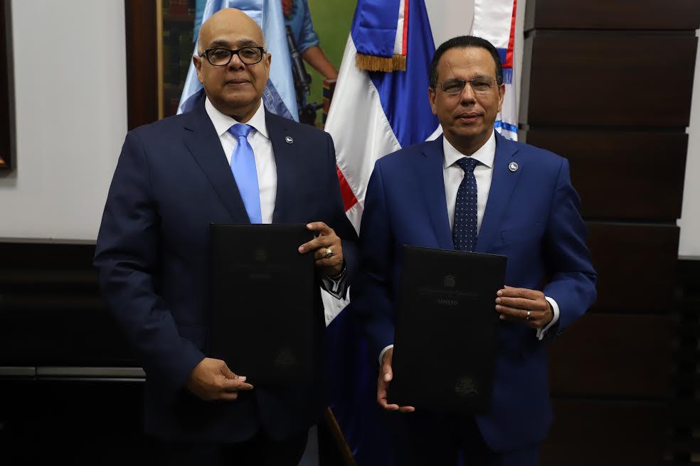 Minerd y Consejo de Drogas firman acuerdo para diseñar políticas y estrategias de prevención