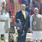 Ahmedabad (India), 24/02/2020.- A handout photo made available by the Ministry of External Affairs, Government of India shows US President Donald J. Trump (C) and US First Lady Melania Trump (L) standing with the Indian Prime Minister Narendra Modi (R) during the 'Namaste Trump' event at the Sardar Patel Gujarat Stadium, in Ahmedabad, India, 24 February 2020. US President Trump is on a two-day state visit to India, and will visit the three Indian cities of Ahemdabad, Delhi and Agra and is scheduled to have the bilateral talks with top India leadership. During his talks, Trump is expected to discuss intellectual property rights, defence deals, nuclear power cooperation. (Lanzamiento de disco, Estados Unidos) EFE/EPA/INDIAN MINISTRY OF EXTERNAL AFFAIRS / HANDOUT HANDOUT EDITORIAL USE ONLY/NO SALES