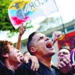 Estudiantes protestan en la Universidad Central de Venezuela (UCV) para exigir autonomía en la institución, que está amenazada por el Tribunal Supremo de Justicia  en Caracas, Venezuela, el jueves 27 de febrero de 2020. (AP Foto/Matias Delacroix)