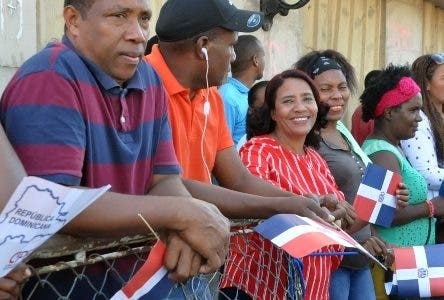 Cientos rodean parque Independencia apoyo Danilo Medina