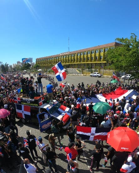 Martínez y Bichara dan su apoyo a protestantes