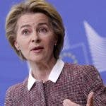 Brussels (Belgium), 19/02/2020.- European Commission President Ursula Von der Leyen gives a press conference at the European Commission in Brussels, Belgium, 19 February 2020. The European Commission will present a new strategy on Europe'Äôs Digital Future. (Bélgica, Bruselas) EFE/EPA/OLIVIER HOSLET
