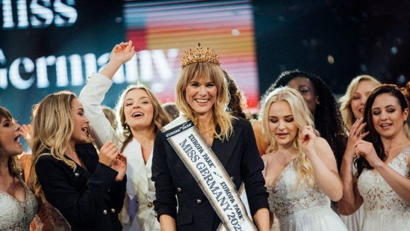 Miss Alemania, de 35 años y madre, sacude estereotipos