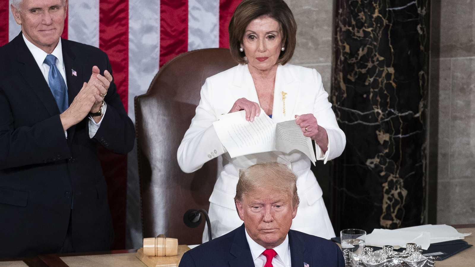 Videos: Donald Trump deja con mano tendida a Nancy Pelosi; ella le rompe discurso