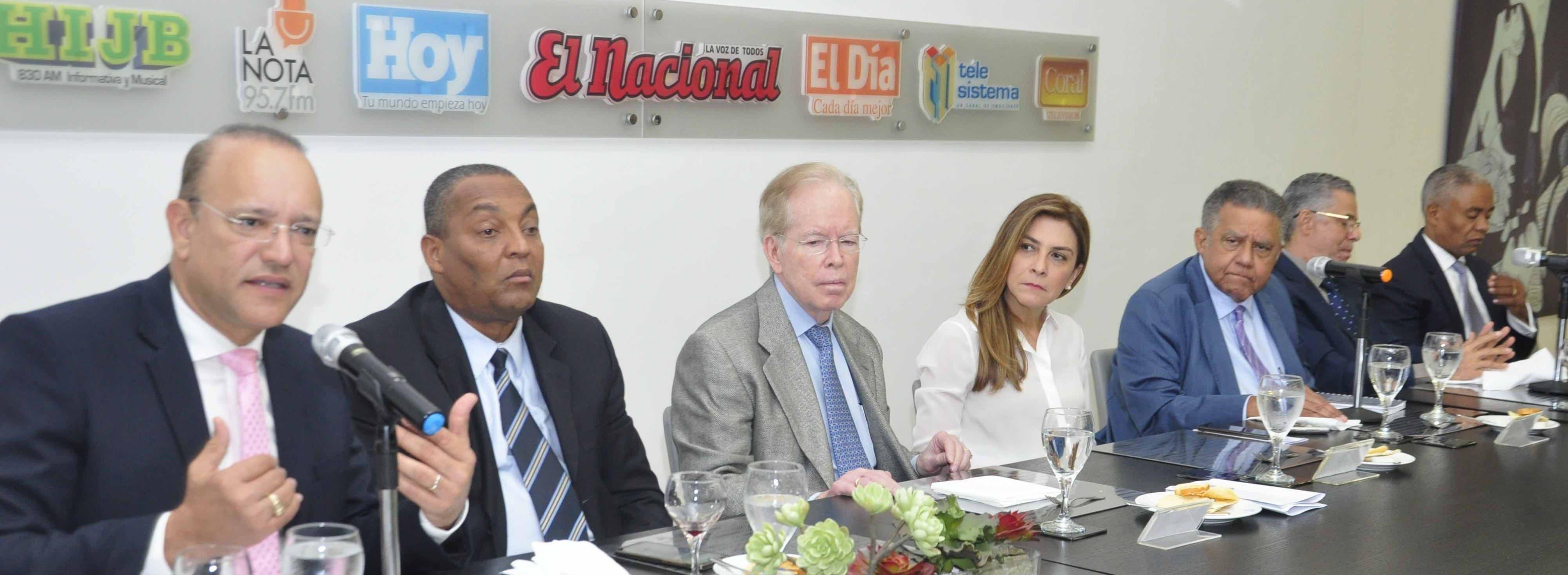 El pais.Almuerzo del Grupo de Comunicaciones Corripio, con los candidatos del PRM, Ulises Rodríguez por Santiago. Hoy/ Pablo Matos 12/02/2020