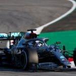 GRAFCAT1613. BARCELONA, 19/02/2020.- El piloto británico de Mercedes Lewis Hamilton, durante la primera jornada de entrenamientos oficiales de pretemporada de Fórmula Uno que se celebran en el circuito de Barcelona-Cataluña. EFE/Alejandro García.