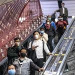 Guangzhou (China), 12/02/2020.- People ride the escalator at the Guangzhou main railway station wearing protective masks for protection of Covid-19 in Guangzhou, China, 12 February 2020. The disease caused by the novel coronavirus (SARS-CoV-2) has been officially named Covid-19 by the World Health Organization (WHO). The outbreak, which originated in the Chinese city of Wuhan, has so far killed at least 1,115 people and infected over 45,000 others worldwide, mostly in China. EFE/EPA/ALEX PLAVEVSKI
