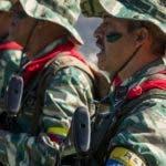 """AME3060. CARACAS (VENEZUELA), 15/02/2020.- Soldados participan en el comienzo de los ejercicios militares para la """"defensa de la ciudades"""" este sábado, en Caracas (Venezuela). Más de dos millones de combatientes de la Fuerza Armada Nacional Bolivariana y de la Milicia realizan maniobras en diversos puntos de Venezuela desde la madrugada de este sábado para practicar la """"defensa de las ciudades"""", informaron las autoridades sobre la actividad que se extenderá hasta este domingo. EFE/ Miguel Gutiérrez"""