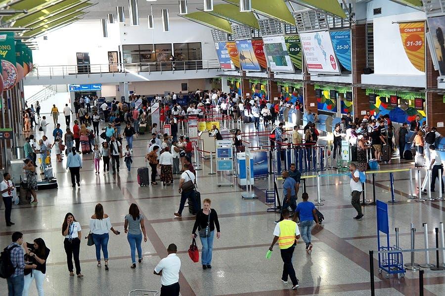 Investigan red de traficantes de extranjeros usa a RD de escala