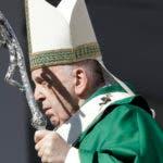 El papa Francisco da una misa en Bari, una ciudad portuaria en el sur de Italia, el domingo 23 de febrero de 2020. (AP Foto/Gregorio Borgia)