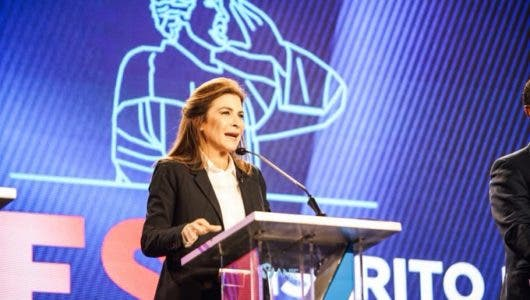 Carolina Mejía por el Partido Revolucionario Moderno.