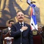 Danilo Medina aplaude en Asamblea Nacional