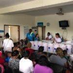 Familias de La Pared de Haina reciben ecofiltros para evitar enfermedades relacionadas con el agua y el saneamiento-1 (1)