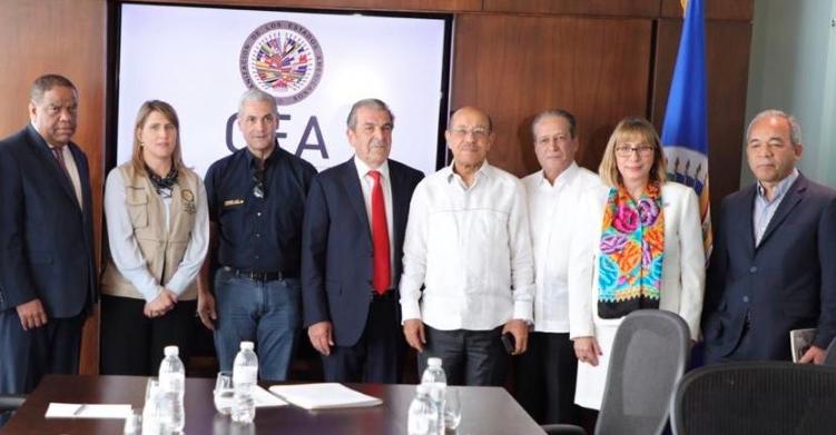Gonzalo Castillo en reunión con misión OEA: A los que la victoria no les favorezca, acepten su derrota