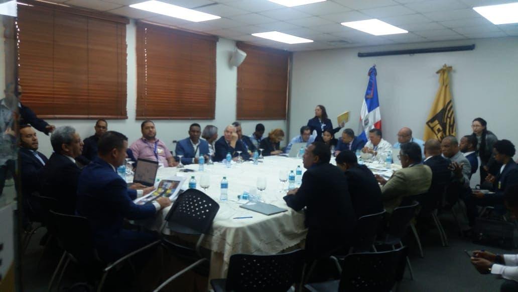 JCE y delegados de los partidos revisan formatos de boletas de voto automatizado