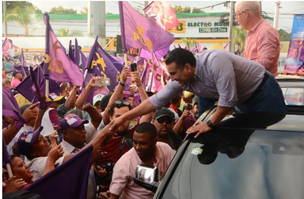 Luis Alberto retoma contacto con electores de Santo Domingo Este