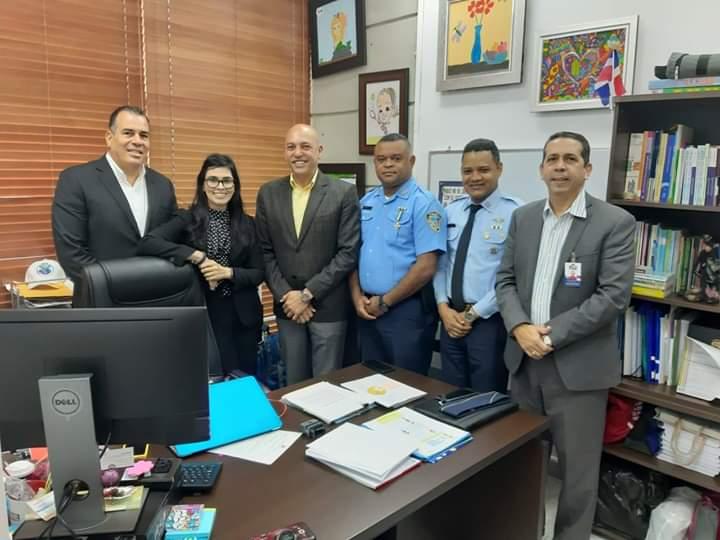 Olga Diná sostiene encuentro con Minerd y Policía Escolar; exhorta a estudiantes a enfocarse en su formación
