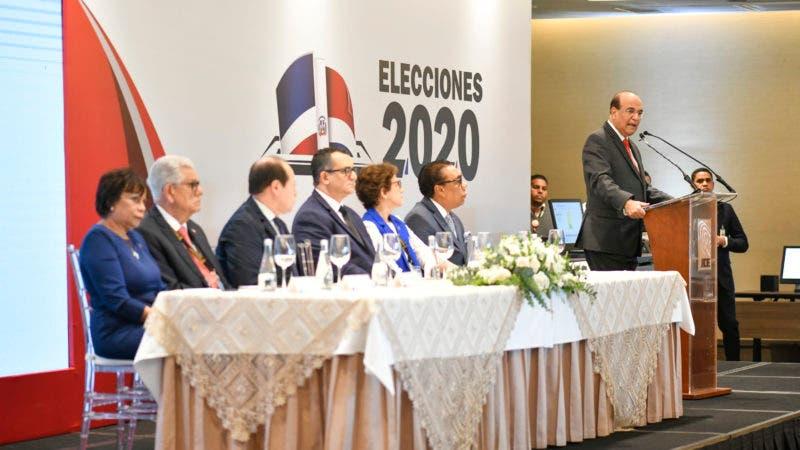 Suspenden elecciones en República Dominicana por fallo en sistema de voto electrónico