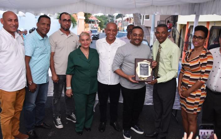 Reconocen al alcalde René Polanco por asfaltado de calles en comunidad El Morro