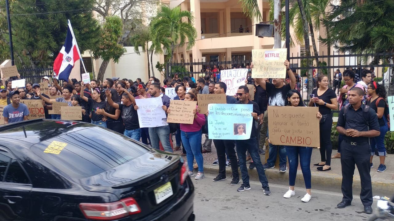 Estudiantes UASD se unen a protestas por «intento fraude electoral»