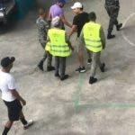 Un delegado político del Partido Revolucionario Moderno (PRM) denunció hoy que durante las elecciones del domingo 16 de febrero se apresaron dos jóvenes que intentaron penetrar a un recinto electoral en Santo Domingo Oeste con el objetivo de afectar los equipos.