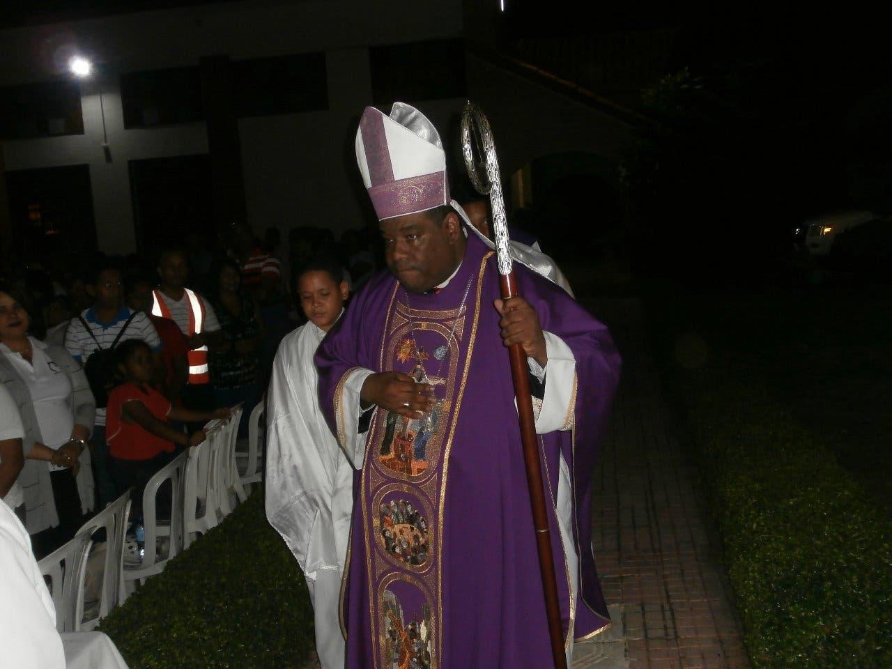 Obispo llama a la iglesia apoyar a jóvenes que protestan pacíficamente tras suspensión de elecciones