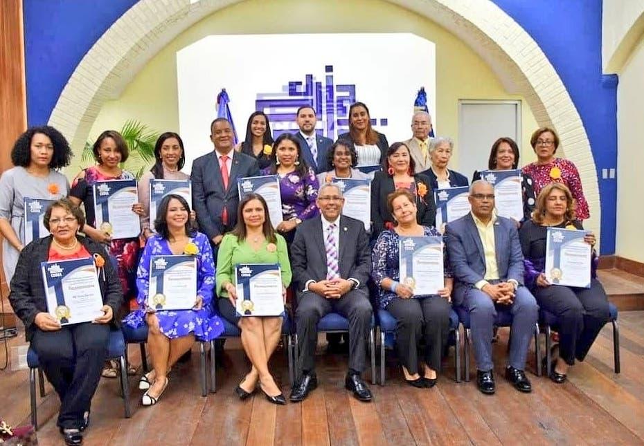 Codia destaca disciplina y aportes de la mujer a  economía