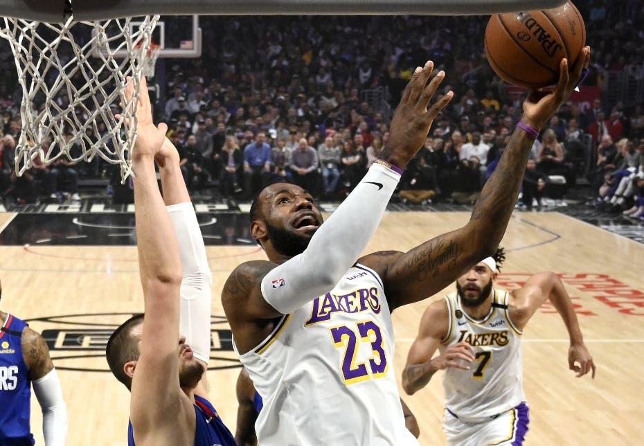 LeBron James y Lakers se secuden frente a los Clippers
