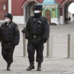 Moscow (Russian Federation), 30/03/2020.- Russian policemen patrol the deserted Red Square in Moscow, Russia, 30 March 2020. The Russian government has approved amendments to tighten liability for quarantine violations amid the ongoing coronavirus COVID-19 pandemic. According to the Russian Quarantine Service of Rospotrebnadzor (Russian Federal Service for Surveillance on Consumer Rights Protection and Human Wellbeing), eight people died and 1,864 cases of the COVID-19 disease have been confirmed in Russia. (Rusia, Moscú) EFE/EPA/SERGEI CHIRIKOV