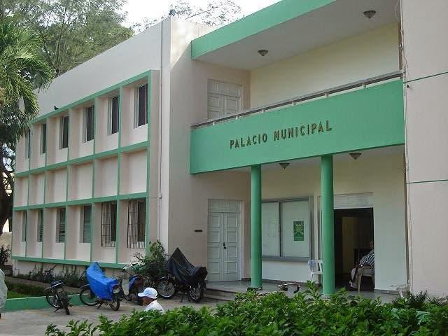 Palacio Municipal de Bonao, donde se dispuso cierra de entradas.