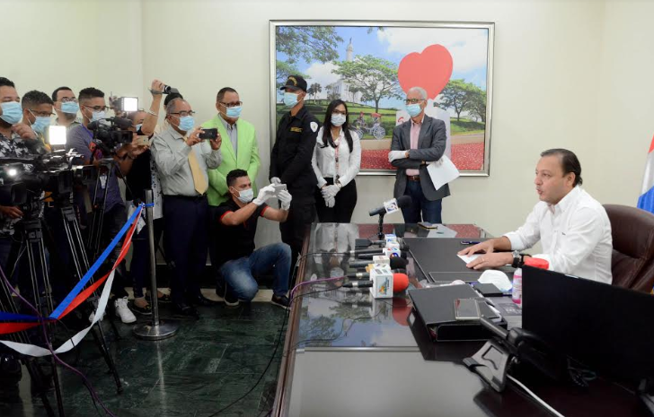 Coronavirus: Alcalde de Santiago prohíbe espectáculos públicos y dispone cierre de discotecas