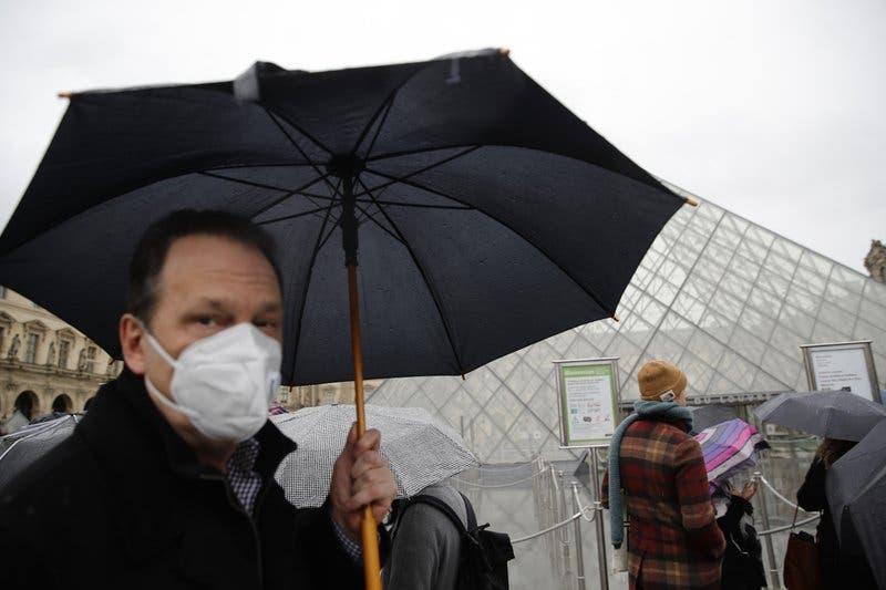 Francia y Alemania cierran escuelas en zonas con coronavirus