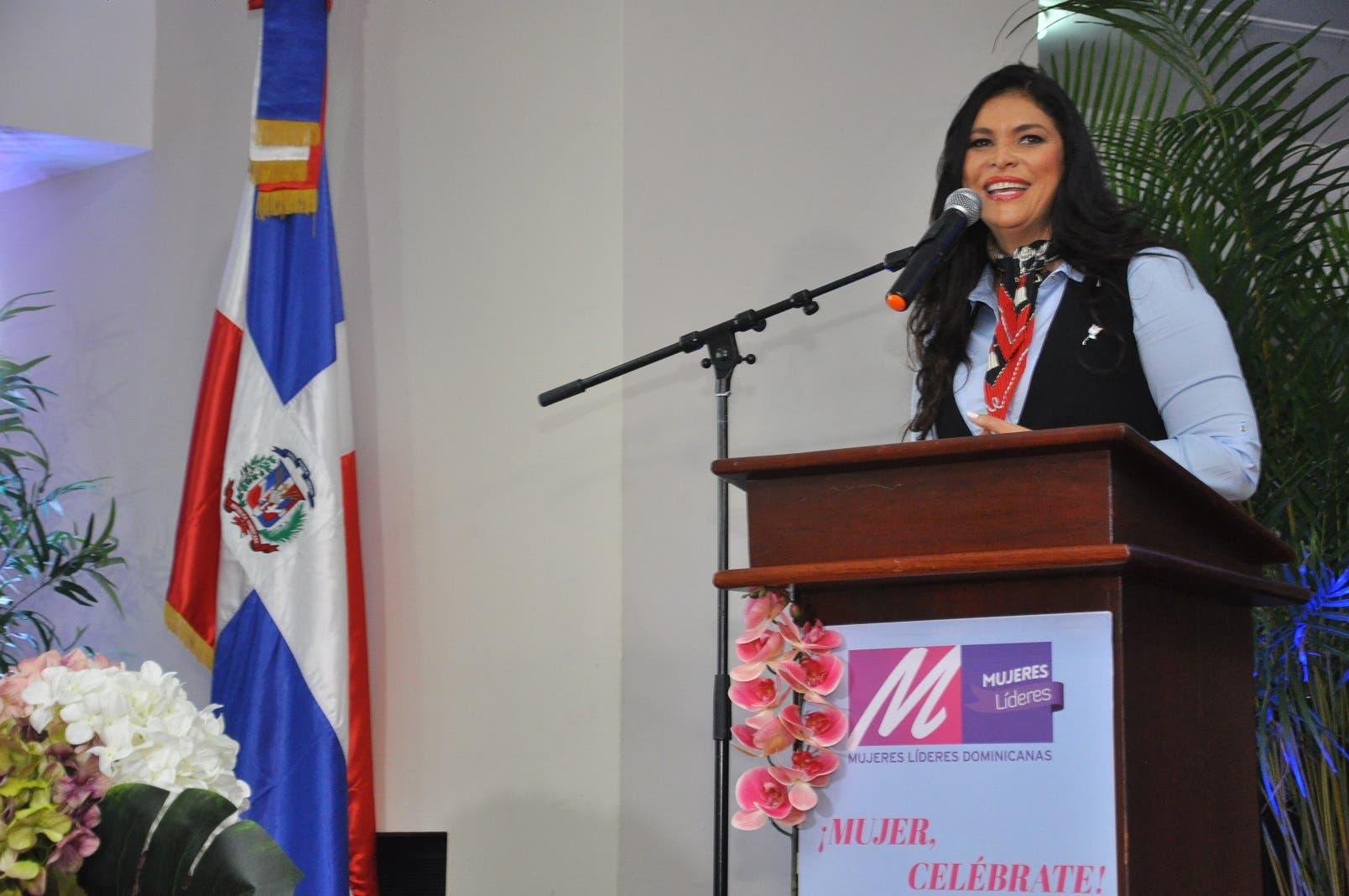«Mujer celébrate», un acto de capacitación que busca redefinir el rol femenino en el país