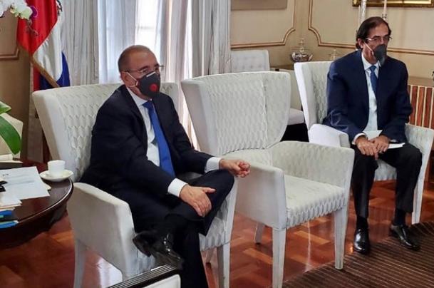 Presidente Danilo Medina se protege con mascarilla. Foto: Fuente externa.